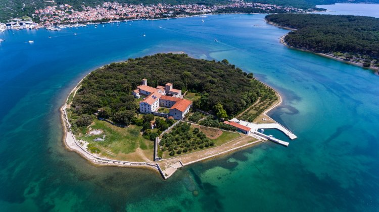 Picturesque islet of Košljun with a museum within the monastery
