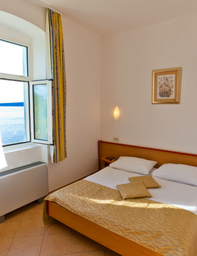 Wonderful room with a sea view in Tamaris villa in Krk