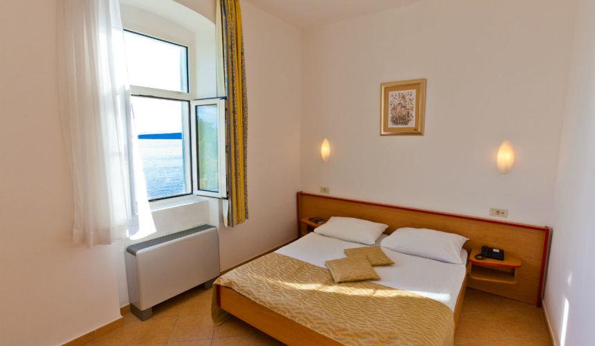 Wonderful room with a sea view in Tamaris villa in Krk