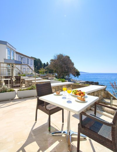 Breakfast with a sea view in Tamaris villa in Krk