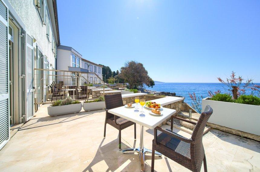Breakfast with a sea view in Tamaris villa in Krk