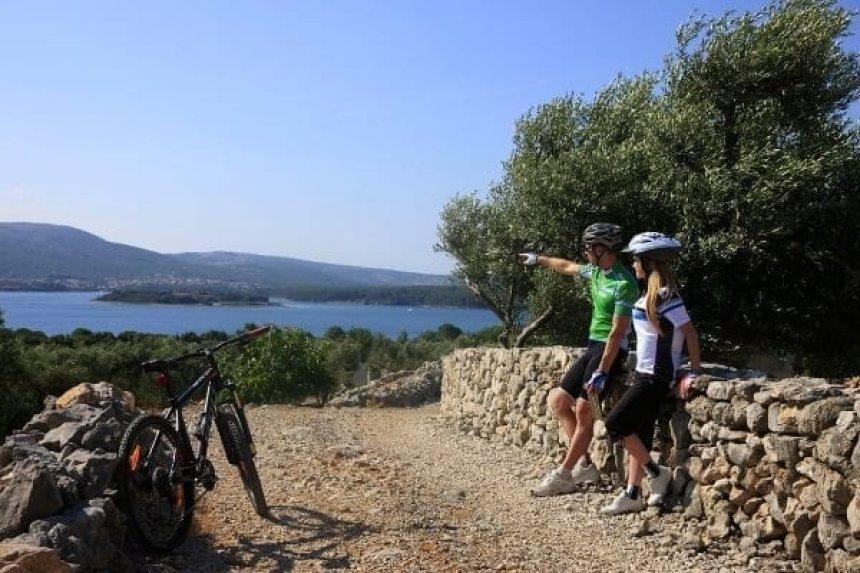 Biking on Krk (Image source: City of Krk Tourist Board)
