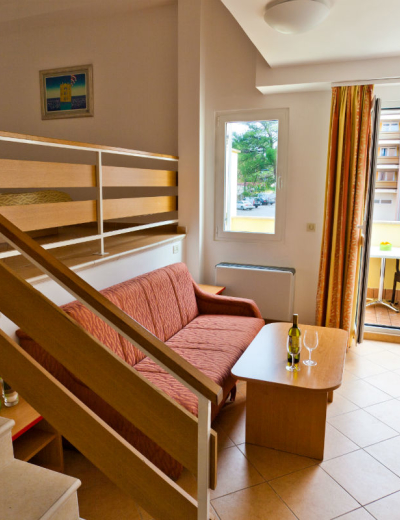 Room to relax and dine in an apartment in Lovorka villa in Krk