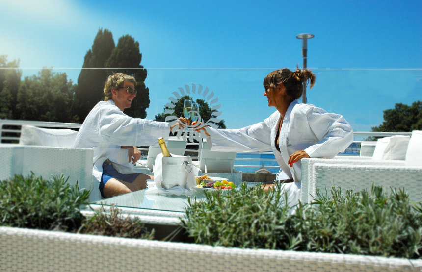 Relaxing at Valomet VIP Lounge Zone in Dražica hotel in Krk