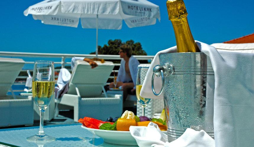 Snacks & drinks in Valomet VIP Lounge Zone in Dražica hotel