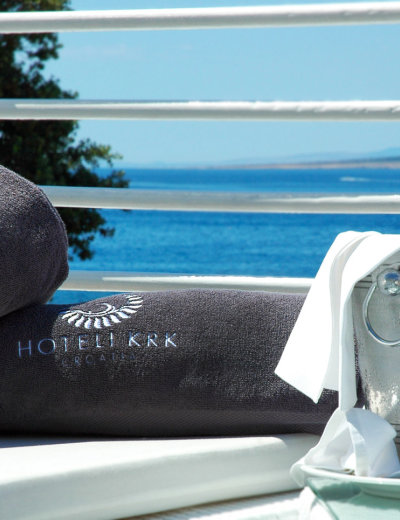 Relaxing with a sea view at Valomet VIP Lounge Zone in Krk