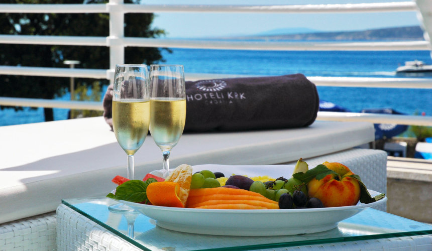 Perfect snack in Valomet VIP Lounge Zone in Dražica hotel
